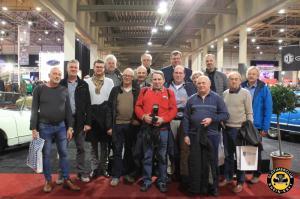 Gruppenfoto in der Messehalle (einige Mitfahrer fehlen leider) - - Interclassics Maastricht 2019