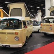 besonders viele VW Busse (T1 oder wie die hier gezeigten T2 Versionen) wurden angeboten - Besuch der RETRO CLASSICS Cologne 2017
