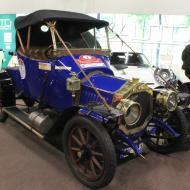 eines von einzelnen Vorkriegsfahrzeugen auf der Messe  - Besuch der RETRO CLASSICS Cologne 2017