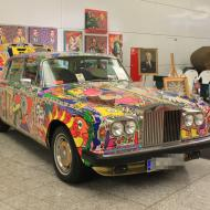 ein Künstler bot neben seinen Gemälden auch einen von ihn bemalten Rolls Royce an - Besuch der RETRO CLASSICS Cologne 2017