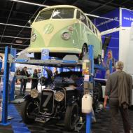 neben den Fahrzeugen wurde auch Zubehör angeboten - wie diese platzsparende Hebebühne  - Besuch der RETRO CLASSICS Cologne 2017