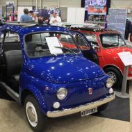 es gab nur einzelne halbwegs bezahlbare Wagen zu sehen - wie dieser Fiat 500 oder Mini - Interclassics Maastricht 2018