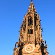 der 116 Meter hohe Freiburger Münster ist schwierig zu fotografieren - OCRE Clubreise in den Schwarzwald (1.6.2019)