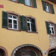 durch die Geothermie Bohrungen verursachte Risse in Häusern sind in der gesamten Altstadt von Staufen zu finden - OCRE Clubreise in den Schwarzwald (31.5.2019)