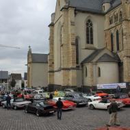OCRE - Herbstausfahrt 2013 : 21 Oldtimer parken vor der Stiftskirche St. Martin und St. Severus in Münstermaifeld