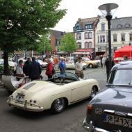 Blick auf Marktplatz und Teilnehmerfahrzeuge  - Oldtimertreffen in Erftstadt Lechenich 2015