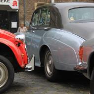 von der Ente, über Mercedes SL bis zum Rolls Royce waren verschiedenste Fahrzeuge ausgestellt