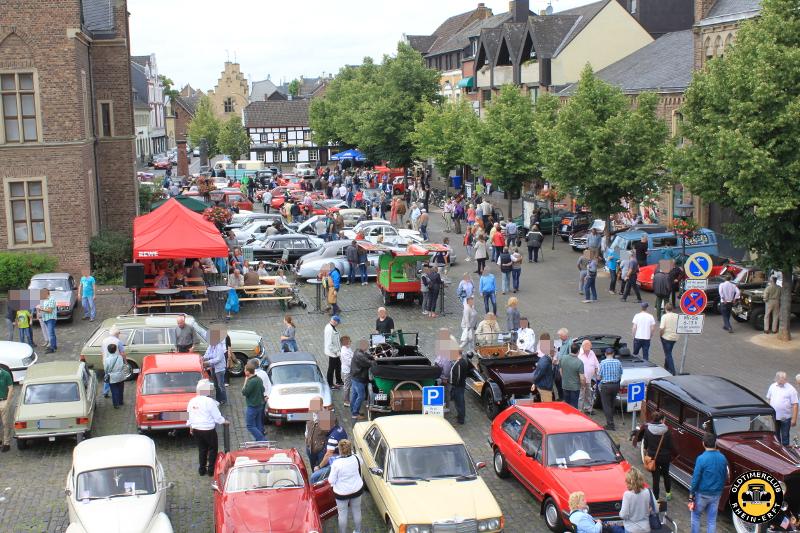Überblick über den Marktplatz - 6. Oldtimertreffen in Erftstadt Lechenich (24.06.2018)
