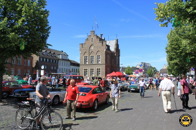 5. Oldtimertreffen vom Oldtimerclub Rhein-Erft auf dem Marktplatz von Erftstadt-Lechenich